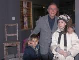 Bruno Ciasca con due visitatori speciali, i nipotini Federico e Sara.  (Ph. Angelo Gaidano)